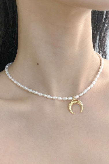 Basic Pearl Necklace