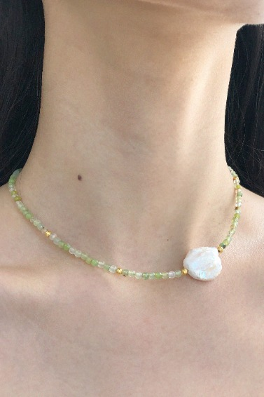 Gold Ball Mix, Point Pearl Necklace (Green)